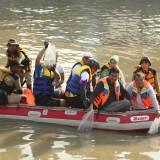 Pelepasan bibit ikan nila di Sungai Kalimas