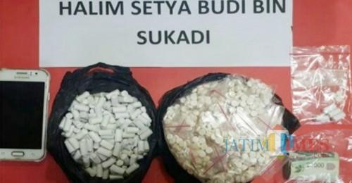Barang bukti berupa ribuan pil koplo saat diamankan polisi, Kabupaten Malang (Foto : Satreskoba Polres Malang for MalangTIMES)