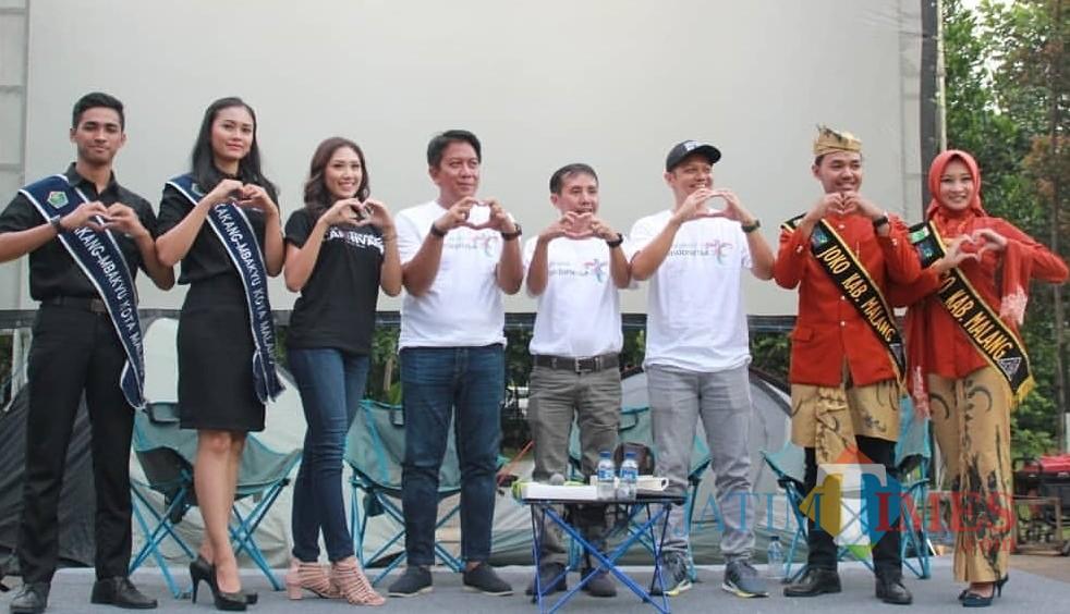 Empat dari kiri : Made Arya Wedanthara Kepala Disparbud Kabupaten Malang bersama joko roro di suatu acara (Disparbud for MalangTIMES)
