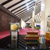 Kiri : Piala Adipura di tahun lalu. Tahun 2018 kembali pemkab Malang sabet piala Adipura yang ke-11 secara berturut-turut (dok MalangTIMES)