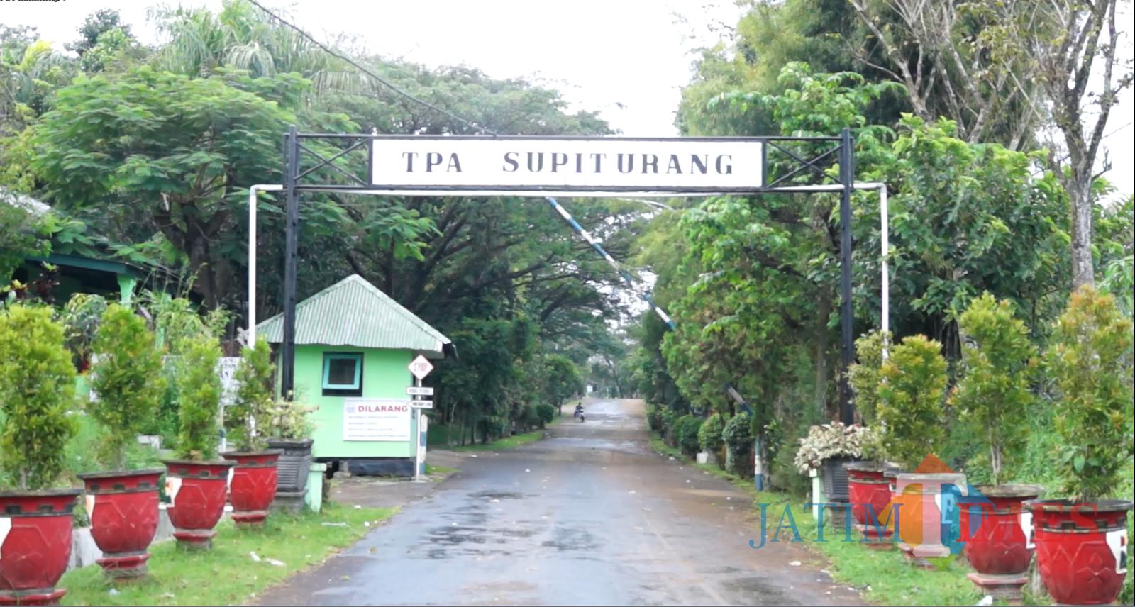 Jalan sekaligus pintu masuk TPA Supit Urang. (DLH Kota Malang)