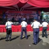 Para Satpam Berjoget di depan Mapolres Tulungagung dalam HUT Satpam Ke 38 / Foto : Anang Basso / Tulungagung TIMES