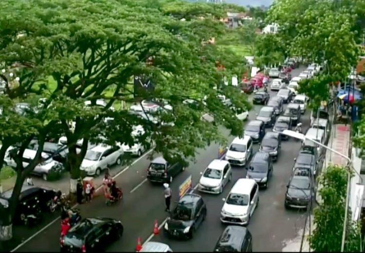 salah satu kemacetan di area tempat wisata di Jl Ir Soekarno. (Foto: istimewa)