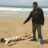 Mayat Mr X ditemukan di Pantai Dlodho, Desa Panggungkalak, Pucanglaban. / Foto : Dokpol / Tulungagung TIMES