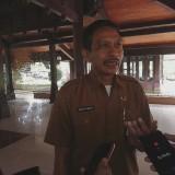 Kepala DPKPCK Kabupaten Malang Wahyu Hidayat saat menjelaskan rencana bedah rumah yang akan difungsikan sebagai homestay (Nana)