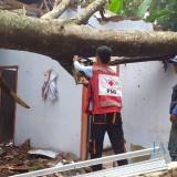 Ilustrasi pemukiman warga paska diterjang angin puting beliung, Kabupaten Malang (Foto : PMI Kabupaten Malang for MalangTIMES)