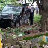 Meski mobil Ringsek, tiga orang penumpangnya selamat / Foto : Dokpol / Tulungagung TIMES