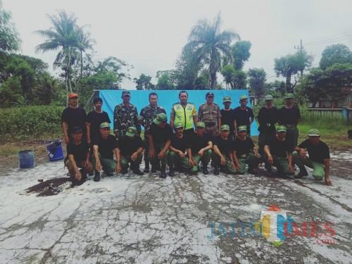 Tiga pilar Kecamatan Wates bersama Linmas yang ikut pelatihan.(Foto : Team BlitarTIMES)