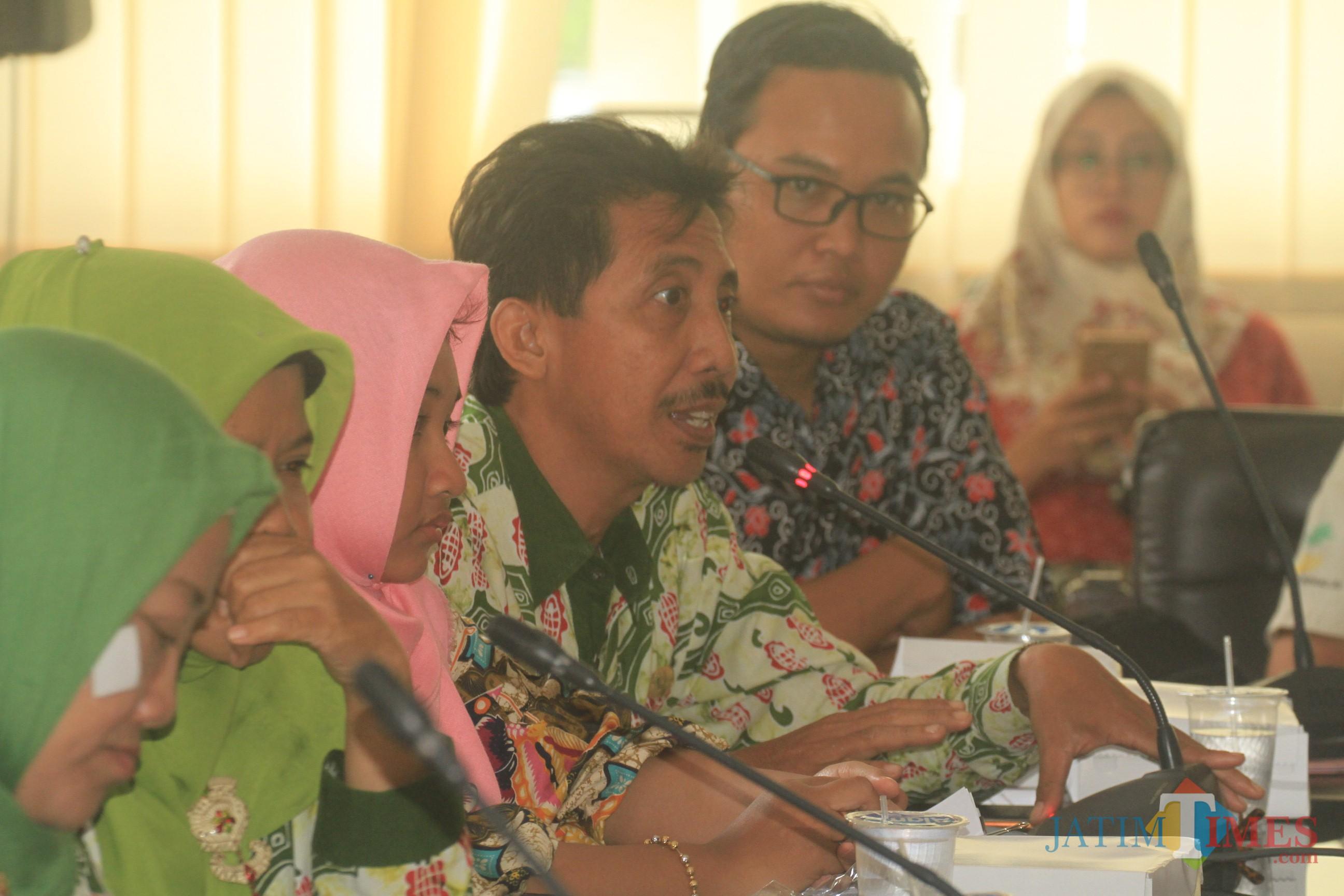 Dinas Sosial saat hearing dengan komisi 3 DPRD Kota Probolinggo (Agus Salam/Jatim TIMES)