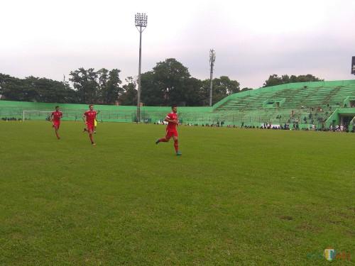 Pemain Arema FC saat menjalani latihan fisik di Stadion Gajayana (Hendra Saputra)