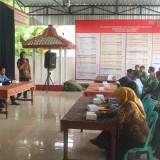 Mahasiswa Unisba Blitar mendapat paparan dari perangkat Desa Sukorejo, Kec Sutojayan.(Foto : Aunur Rofiq/BlitarTIMES)