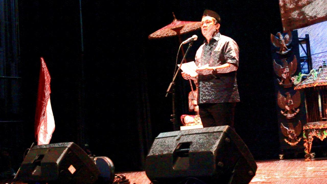 Fahri Hamzah dan puisi (Ist)