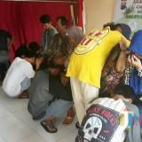 Para pelajar yang kedapatan pesta miras menangis saat meminta maaf pada orang tuanya