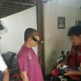 Riyadi saat didatangi petugas, dia ditangkap karena diduga melakukan perjudian jenis togel / Foto : Dokpol / Tulungagung TIMES