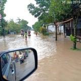 Air menggenangi Sutojayan akibat banjir (Foto: Ist)