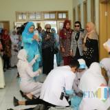 Bupati Jember bersama dengan Maryam Foundation saat melihat secara langsung kegiatan Bakti Sosial pemasangan kaki palsu