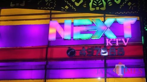 Next KTV Merasa Terganggu. Sebab Pengunjungnya Banyak yang Kehabisan Parkir, Sehingga Tak Jadi Masuk ke Next KTV (Anggara Sudiongko/MalangTIMES)