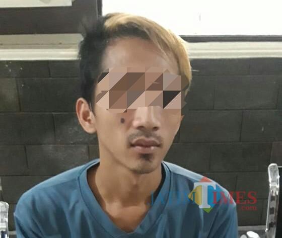 AY Supriyanto, pelaku pencurian HP yang diungkap atas petunjuk istrinya sendiri. / Foto : Dokpol / Tulungagung TIMES