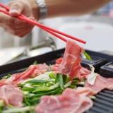 Serasa di korea, pengunjung diajak memasak sendiri sebelum makan. (instagram KOBAR MALANG)