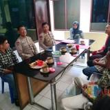 Kapolsek Klojen Kompol Budi Harianto bersama Jajaran saat menemui ornagtua gadis asal Banten yang terlunta-lunta (Polsek Klojen)