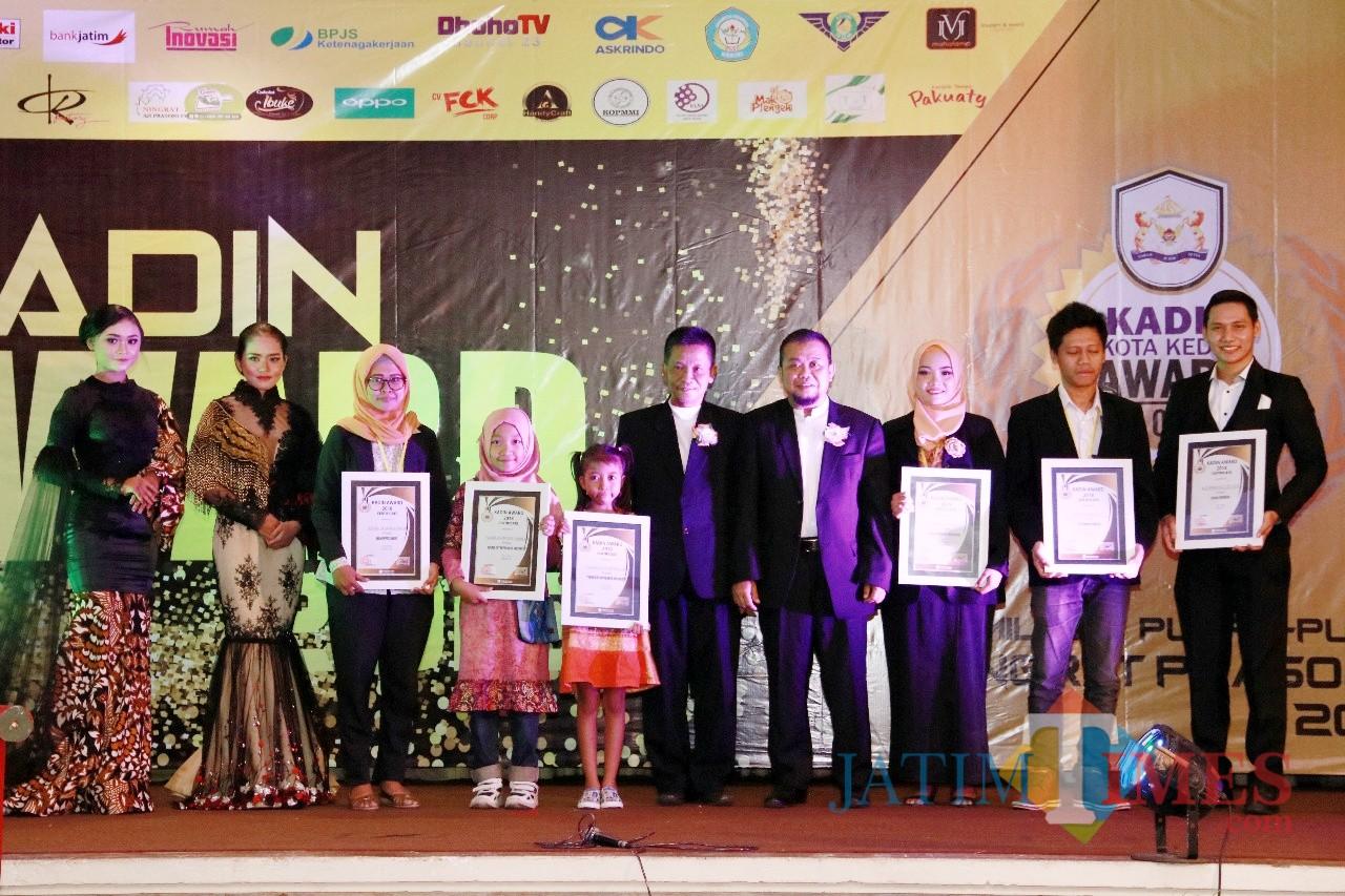 Para penerima Kadin Award 2018. (Foto: B. Setioko/JatimTIMES)