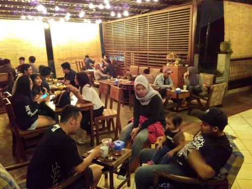 Suasana Hamur saat malam hari (foto by instagram Hamur)