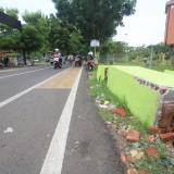 Gapura yang roboh di jalan AA Maramis belum diperbaiki  (Agus Salam/Jatim TIMES)