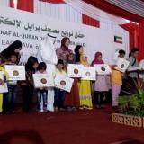 Para perwakilan penyandang Tuna Netra saat menerima Mushaf Al Quran Braille dari Kerajaan Kuwait (foto : Moh. Ali Makrus /JatimTIMES)