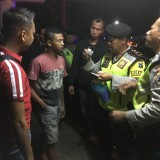 Petugas kepolisian saat mengelar patroli skala besar pada beberapa lokasi di wilayah hukum Polres Malang, Kabupaten Malang (Foto : Ashaq Lupito / MalangTIMES)