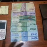 Barang bukti hp, uang dan catatan rekapan togel yang diamankan polisi (Polsek Kedungkandang)