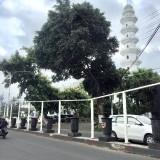 Pot beton yang sudah terpasang di Jalan Pattimura, Kelurahan Temas, Kecamatan Batu. (Foto: Irsya Richa/MalangTIMES)