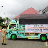 Salah satu truk berisikan bantuan yang diberangkatkan ke Banten di Balai Kota Among Tani, Senin (21/1/2019). (Foto: Irsya Richa/MalangTIMES)