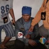 HR (30 tahun) asal Probolinggo tak berkutik ketika dibekuk polisi (Foto : Moch. R. Abdul Fatah / Jatim TIMES)