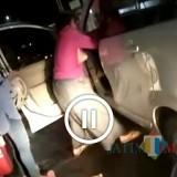 Istri AG mengamuk kepada seorang wanita didalam mobil AG dan menariknya keluar (Foto : Medis Sosial / Jatim TIMES)