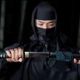Ninja yang merupakan mata-matablihat dengan berbagai senjata unik(daftar5)