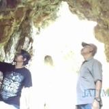General Manager MalangTIMES Lazuardi Firdaus (kiri) dan Ketua Yayasan Garuda Khatulistiwa Rachmad Zakaria saat melakukan Ekspedisi Malang Purba di Lereng Gunung Semeru.