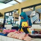 Pedagang ayam di Pasar Legi Kota Blitar.(Foto : Team BlitarTIMES)