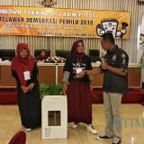 Pengukuhan 55 orang  Relawan Demokrasi oleh KPU Kota Malang. (Foto: Nurlayla Ratri/MalangTIMES)