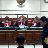 Wali Kota Pasuruan nonaktif Setiyono di persidangan PN Tipikor Surabaya.