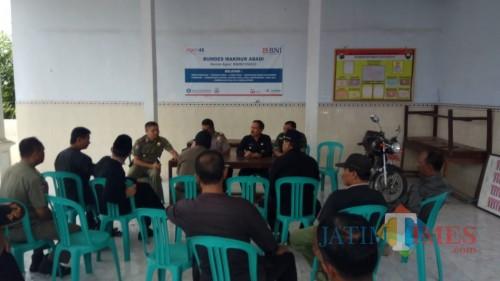 proses mediasi antara Satpol PP, Dinas Peternakan, Forpimka Kecamatan Glagah dan pihak pengelola kandang ayam