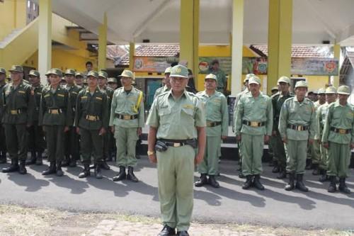 Apel pasukan Linmas di salah satu wilayah Kabupaten Malang (Ist)