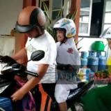 Beginilah penampilan Bupati Lumajang H. Thoriqul Haq M.ML, ketika mengantar anaknya ke sekolah (Foto : Moch. R. Abdul Fatah / Jatim TIMES)