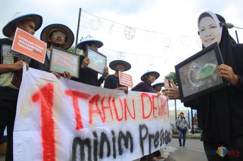 Aksi demonstrasi MCW yang mendesak pemerintah kota batu untuk terbuka