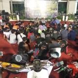 Kapolresta Kediri AKBP Anthon Haryadi cangkrukan bersama klub motor. (eko Arif s /JatimTimes)