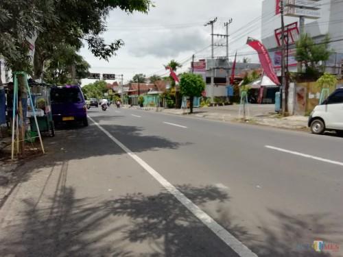 Jalur Kepanjen-Blitar yang terbilang kondisinya berbanding terbalik dengan Jalan Kebonagung-Kepanjen yang disebut berasa jalan makadam oleh para pengendara. (Nana)
