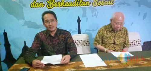 (kiri) Dekan Fakultas Hukum (FH) UB Dr Rachmad Syafa'at SH MSi (Foto: Imarotul Izzah/MalangTIMES)