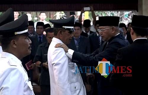 Dokumentasi pelantikan kades oleh Bupati Rendra Kresna. (dok MalangTIMES)