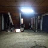 Kondisi lantai dua Pasar Tunjungan yang gelap dan tidak berpenghuni.