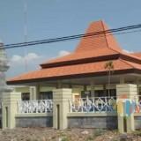 Pengadaan kantor Camat Panggungrejo yang merugikan keuangan negara Rp 2,9 miliar.