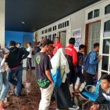 Suasana Kandang Singa ketika banyak yang akan membeli tiket pertandingan Arema FC (Hendra Saputra)